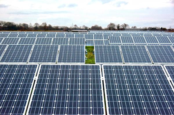 Nederland, Hengelo, 18-1-2018 Beeld uit de gemeente Bronckhorst. Nieuwbouw in het dorp en het SolarPark De Kwekerij. Foto: Flip Franssen