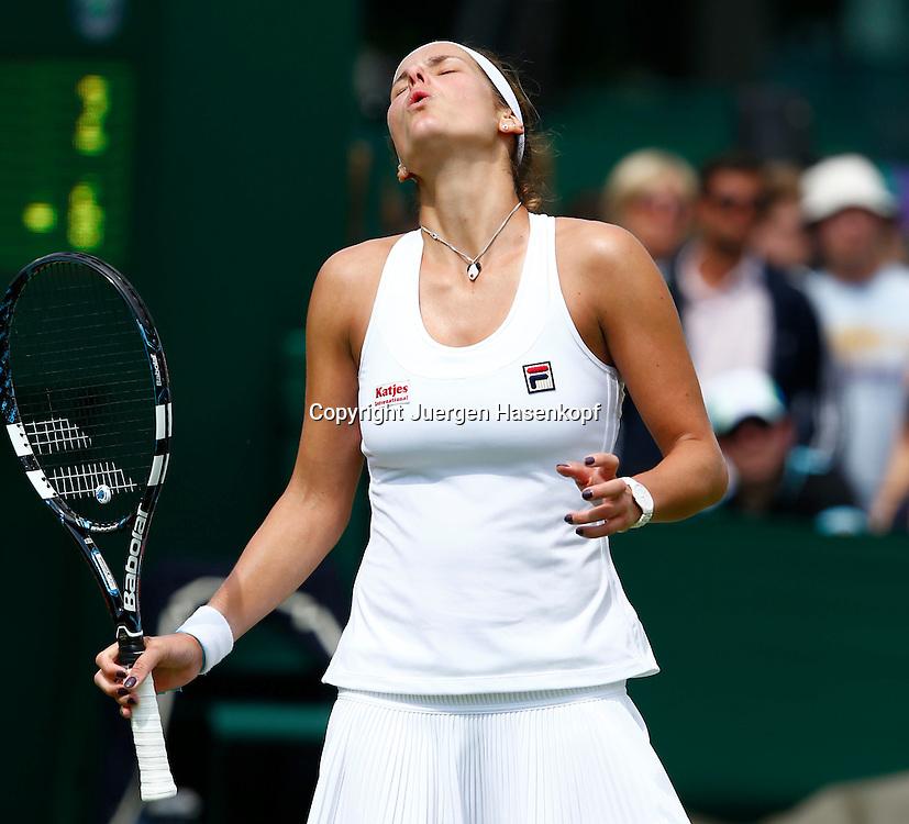 Wimbledon Championships 2013, AELTC,London,<br /> ITF Grand Slam Tennis Tournament, Julia Goerges (GER) reagiert <br /> enttaeuscht,Enttaeuschung, Frust,Einzelbild,<br /> Halbkoerper,Hochformat,