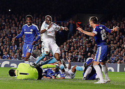 28.09.2010, Stamford Bridge, London, ENG, UEFA Champions League, Chelsea vs Olympique Marseille, im Bild Petr Cech of Chelsea  with help of defender Alex of Chelsea  denies a Marseille attactkconducted by OM's Stephane M'Bia  and OM's Lucho Gonzalez   during the Match Chelsea v Marseille, Group F, of  the UCL ( Uefa Champions League Group stages)  at Stamford Bridge in London on 27/09/2009. Picture By Marcello Pozzetti  ©IPS   Photo Agency:21 Delisle Road  London SE28 0JD - Personal mobile: 07973 308 835 . / SPORTIDA PHOTO AGENCY