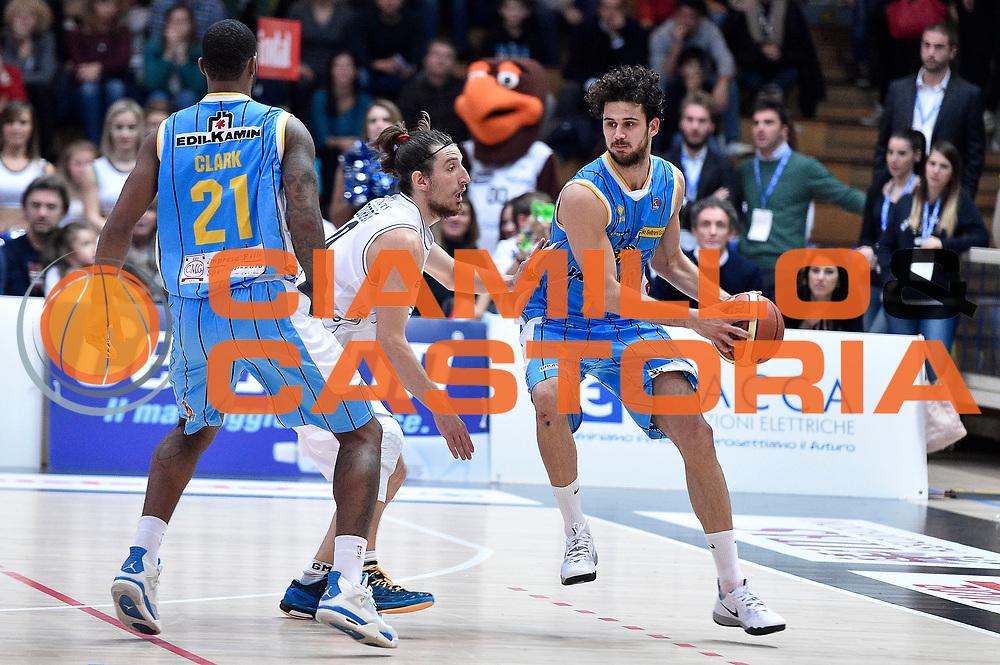 DESCRIZIONE : Trento Lega A 2014-2015 Dolomiti Energia Trento Vanoli Cremona<br /> GIOCATORE : Luca Vitali<br /> CATEGORIA : controcampo sequenza<br /> SQUADRA : Vanoli Cremona<br /> EVENTO : Campionato Lega A 2014-2015<br /> GARA : Dolomiti Energia Trento Vanoli Cremona<br /> DATA : 23/11/2014<br /> SPORT : Pallacanestro<br /> AUTORE : Agenzia Ciamillo-Castoria/GiulioCiamillo<br /> GALLERIA : Lega Basket A 2014-2015<br /> FOTONOTIZIA : Trento Lega A 2014-2015 Dolomiti Energia Trento Vanoli Cremona<br /> PREDEFINITA :