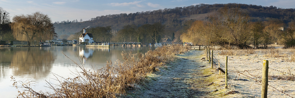 Winter dawn along the River Thames at Goring Weir, Oxfordshire, Uk