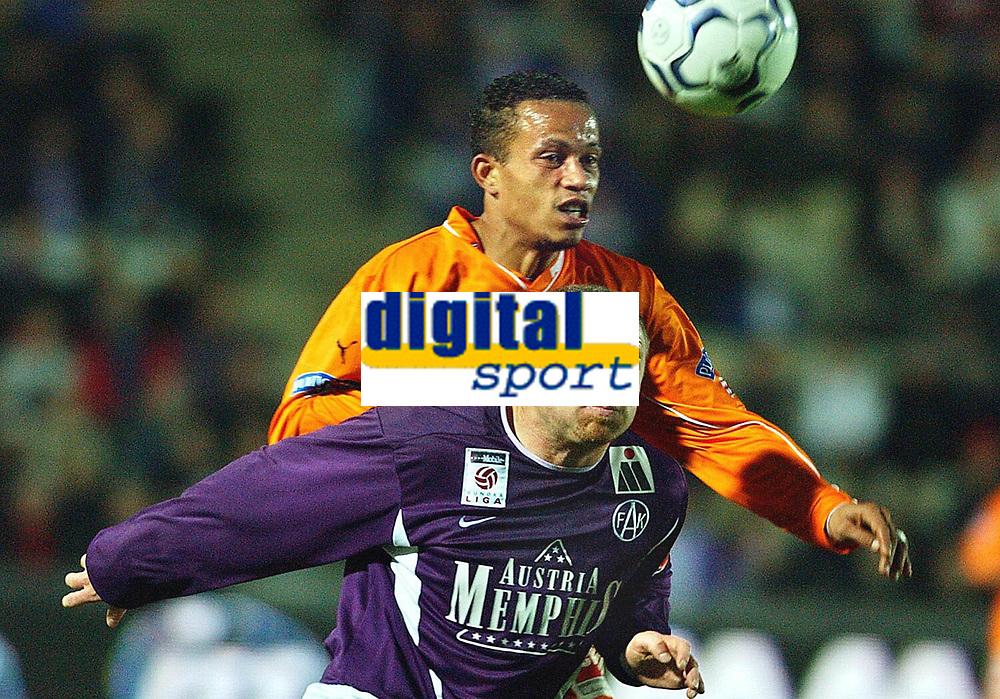 Fotball - Østerrike - 2002/2003<br /> Sturm Graz v Austria Wien<br /> Raymond Kvisvik - Austria<br /> Didie Argon - Sturm Graz<br /> Foto: Johannes Kernmayer, Digitalsport