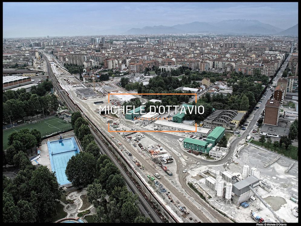 Nella foto:  Spina 4 cantieri alta velocità piscina Sempione.. Reportage fotografico aereo di bassa quota per l'importante progetto di trasformazione urbana Variante n. 200 al P.R.G. inerente la Linea 2 Metropolitana e Quadrante Nord-Est di Torino: Barriera di Milano, Rebaudengo, Falchera, Regio Parco, Barca e Bertolla.