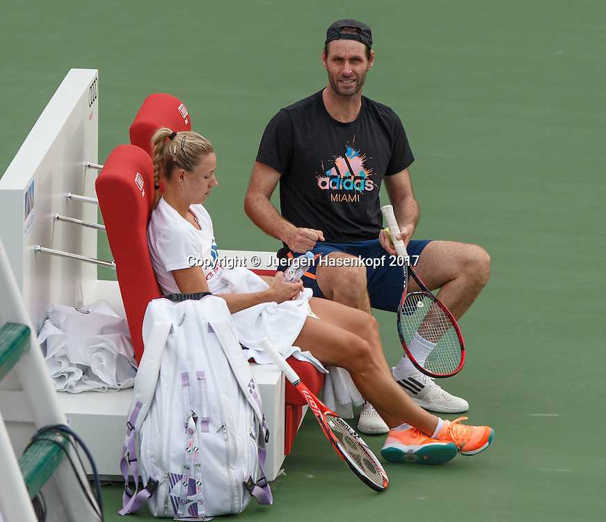 ANGELIQUE KERBER (GER) mit Coach Torben Beltz beim Training<br /> <br /> Tennis - Dubai Tennis Championships 2016 -  WTA -  Dubai Duty Free Tennis Stadium - Dubai  -  - United Arab Emirates  - 18 February 2017.