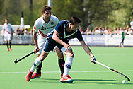 AMSTELVEEN -  Hockey Hoofdklasse heren Pinoke-Amsterdam (3-6). Tom van de Rijt (Pinoke) met Valentin Verga (A'dam)    COPYRIGHT KOEN SUYK