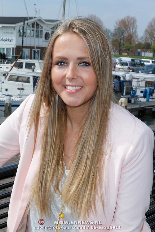 NLD/Volendam/20120425 - Presentatie 100% NL Junior met Monique Smit, Monique Smit