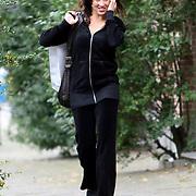 NLD/Amsterdam/20070831 - Katja Schuurman  bellend op straat in Amsterdam
