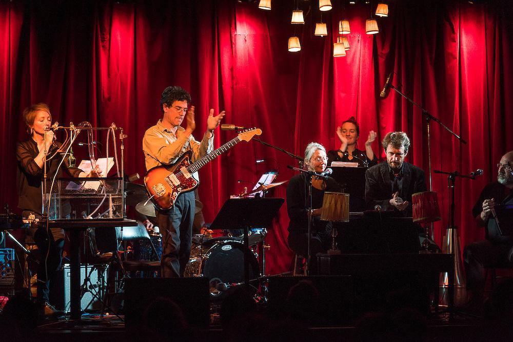 REN&Eacute; LUSSIER ET SON ORCHESTRE TENTACULAIRE<br /> C&Eacute;PHALOPODES<br /> LA SALA ROSSA, 16 octobre 2015. Ren&eacute; Lussier: guitare &eacute;lectrique, chef; St&eacute;phane Cr&ecirc;te: textes; Paule Marier: textes; Marie Bernard: ondes Martenot; Julie Houle: tuba; Pierre Langevin: clarinettes; Nancy Tobin: souffle; Stefan Schneider: batterie