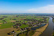 Nederland, Overijssel, Gemeente Heerde, 03-10-2010; landelijk gebied  ten westen van de IJssel (onder en rechts), voorbestemd voor de aanleg van de toekomstige hoogwatergeul Veessen-Wapenveld. De inlaat van de geul komt linksonder en loopt langs Veessen (voorgrond) en verder links van het midden. De geul wordt niet gegraven maar ontstaat door twee dijken aan te leggen door het buitengebied..Rural area, west of IJssel (under and right) predestined to house the future flood gully Veessen-Wapenveld. The inlet of the channel will be bottom left and the channel will run  left of the voltage of Veessen and  left of center. The channel will not be excavated but instead two parallel dikes will be constructed..luchtfoto (toeslag), aerial photo (additional fee required).foto/photo Siebe Swart