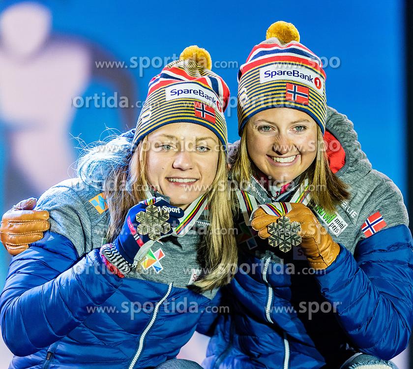 24.02.2019, Medal Plaza, Seefeld, AUT, FIS Weltmeisterschaften Ski Nordisch, Seefeld 2019, Langlauf, Damen, Teambewerb, Siegerehrung, im Bild Bronzemedaillengewinnerin Ingvild Flugstad Oestberg, Maiken Caspersen Falla (NOR) // Bronce medalist Ingvild Flugstad Oestberg Maiken Caspersen Falla of Norway during the winner ceremony for the ladie's cross country team competition of FIS Nordic Ski World Championships 2019 at the Medal Plaza in Seefeld, Austria on 2019/02/24. EXPA Pictures © 2019, PhotoCredit: EXPA/ Stefan Adelsberger