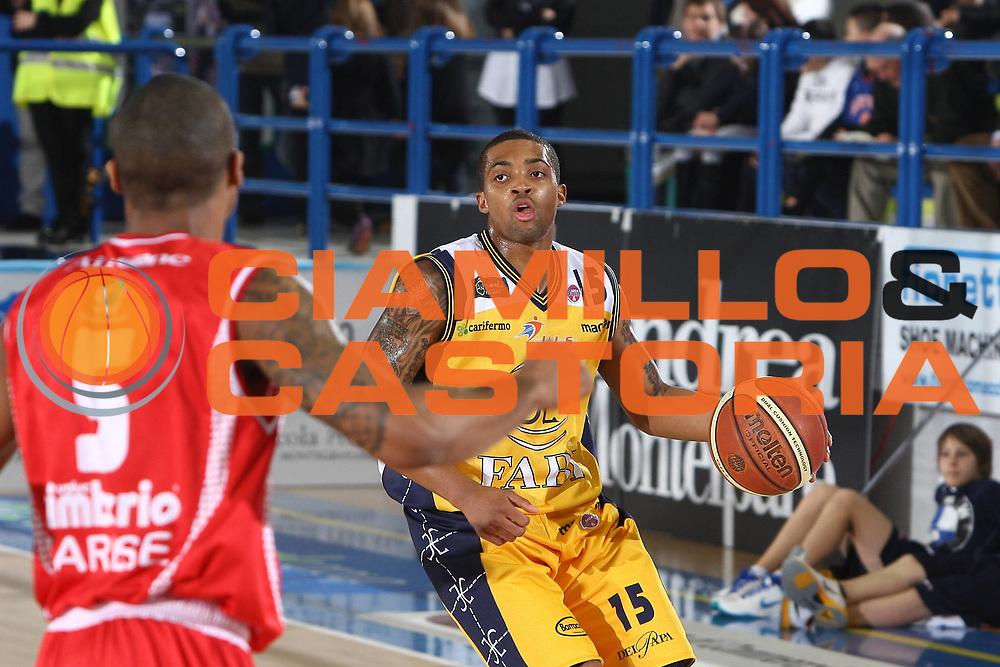 DESCRIZIONE : Porto San Giorgio Lega A 2010-11 Fabi Montegranaro Cimberio Varese<br /> GIOCATORE : Allan Ray<br /> SQUADRA : Fabi Montegranaro<br /> EVENTO : Campionato Lega A 2010-2011<br /> GARA : Fabi Montegranaro Cimberio Varese<br /> DATA : 09/01/2011<br /> CATEGORIA : palleggio<br /> SPORT : Pallacanestro<br /> AUTORE : Agenzia Ciamillo-Castoria/C.De Massis<br /> Galleria : Lega Basket A 2010-2011<br /> Fotonotizia : Porto San Giorgio Lega A 2010-11 Fabi Montegranaro Cimberio Varese<br /> Predefinita :