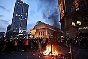 Frankfurt am Main | 18 Mar 2015<br /> <br /> Blockupy-Proteste in Frankfurt am 18.03.2015, hier: Am Abend brennen zum Ende der Blockupy-Abschlussdemo an der Alte Oper wieder M&uuml;lltonnen.<br /> <br /> photo &copy; peter-juelich.com