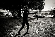 18/04/2017- Danae haciendo sombra en la Plaza Suiza de la ciudad de Osorno después de haber trotado 10 kilometros durante la mañana.