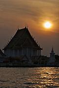 Chao Phraya River. Wat Thong Noppakhun.