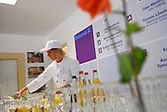 Das Diakonie-Zentrum für Wohnungslose in der Bundesstraße 101 ist eine Einrichtung des Diakonischen Werkes Hamburg. Die Tagesaufenthaltsstätte für wohnungslose Menschen (TAS) ist ein Projekt innerhalb des Diakonie-Zentrums. Die TAS gibt es schon seit über 40 Jahren. Zusätzlich befinden sich im Diakonie-Zentrum für Wohnungslose die Büros von Mtternachtsbus und Sozialarbeit..Die Mitarbeiter der TAS unterstützen die wohnungslosen Menschen dabei, ihren Alltag besser zu bewältigen. Von der Körper- und Kleiderpflege über Sozialberatung bis zur Richtersprechstunde reicht das Angebot..Neben den fest angestellten Mitarbeitern arbeitent in der TAS eine vielzahl von ehrenamtlichen und geringfügig beschäftigten Mitarbeitern. Zusätzlich unterstützen auch 1-EUR-Jobber die Arbeit der TAS.