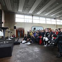Nederland, Achlum , 28 mei 2011..Conventie van Achlum..Achmea bestaat dit jaar 200 jaar. In dit jubileumjaar gaat Achmea terug naar haar roots: het Friese dorpje Achlum. Op 28 mei vindt daar de Conventie van Achlum plaats. Zo'n 2000 mensen gaan daar met elkaar in gesprek over de toekomst van Nederland binnen de thema's: veiligheid, mobiliteit, arbeidsparticipatie, pensioen en gezondheid. Dit doen we met top sprekers uit de politiek en wetenschap maar ook met mensen zoals jij..Op de foto Emeritus Historische Nederlandse Letterkunde Herman Pleij..Foto:Jean-Pierre Jans