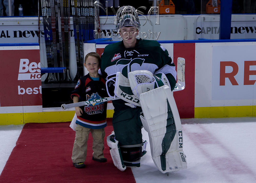 KELOWNA, CANADA - SEPTEMBER 29:  First Star of the Game #70 Carter Hart of the Everett Silvertips at the Kelowna Rockets game on September 29, 2017 at Prospera Place in Kelowna, British Columbia, Canada.  (Photo By Cindy Rogers/Nyasa Photography,  *** Local Caption ***