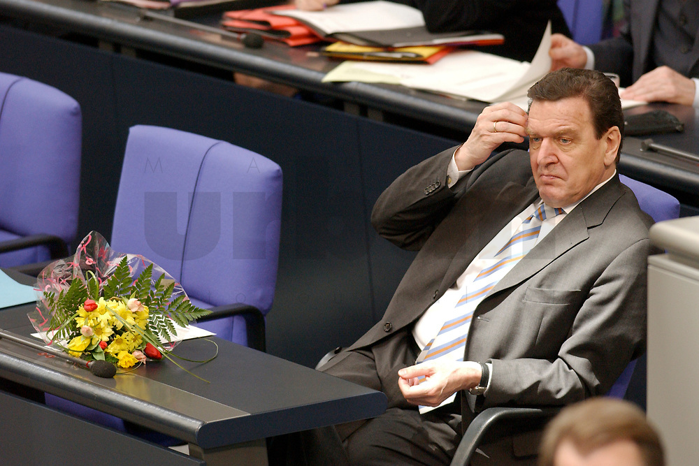 """14 MAR 2003, BERLIN/GERMANY:<br /> Gerhard Schroeder, SPD, Bundeskanzler, mit Blumen, waehrend der Debatte zu seiner Regierungserklaerung unter dem Titel """"Mut zum Frieden - Mut zur Veraenderung"""", Plenum, Deutscher Bundestag<br /> IMAGE: 20030314-01-031<br /> KEYWORDS: Gerhard Schröder, Reformrede, flowers Agenda 2010"""