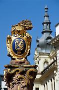 Deutschland Germany Hessen.Hessen, Wiesbaden.Hessischer L?we mit Wappen auf dem Marktbrunnen (Barock 1753)., market well...