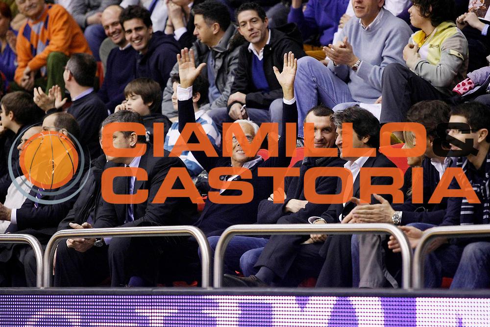 DESCRIZIONE : Milano Lega A1 2008-09 Armani Jeans Milano Eldo Caserta<br /> GIOCATORE : Giorgio Armani<br /> SQUADRA : Armani Jeans Milano<br /> EVENTO : Campionato Lega A1 2008-2009<br /> GARA : Armani Jeans Milano Eldo Caserta<br /> DATA : 08/02/2009<br /> CATEGORIA : Ritratto Esultanza<br /> SPORT : Pallacanestro<br /> AUTORE : Agenzia Ciamillo-Castoria/G.Cottini