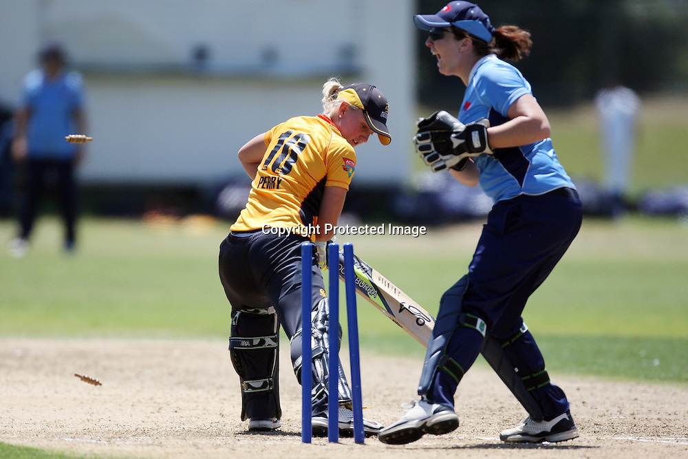 Auckland keeper Liz Perry. Victoria Lind tries to stump Women's One Day Cricket, Action Cricket Cup, Auckland Hearts v Wellington Blaze, Colin Maiden Park, Ground 2, Auckland, Saturday 15 January 2011, . Photo: Ella Brockelsby/photosport.co.nz
