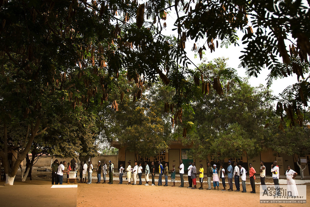 People wait in line to vote during presidential elections in Accra, Ghana on Sunday December 28, 2008. Voters were back at the polls to decide on a new leader after none of the candidates was able to obtain a 50 percent plus one vote majority during the election's first round on Dec 7.