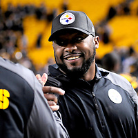 Pittsburgh Steelers head coach Mike Tomlin celebrates the Steelers 51-34 win against the Indianapolis Colts at Heinz Field in Pittsburgh on October 26, 2014.  UPI/Archie Carpenter