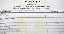 THEMENBILD - Schulferien, am 04.07.2015 beginnen im Burgenland, Wien und Niederösterreich die Sommerferien. Die restlichen Bundesländer folgen am 11.07.2015. Im Bild ein Zeugnis. EXPA Pictures © 2015, PhotoCredit: EXPA/ Jakob Gruber