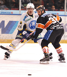 25.02.2010, Eisstadion Liebenau, Graz, AUT, EBEL, Graz 99ers vs KHL Zagreb, im Bild Jean Philippe Pare (32, 99ers), Mike Ouellette (44, KHL Zagreb) , EXPA Pictures © 2010, PhotoCredit: EXPA/ J. Hinterleitner / SPORTIDA PHOTO AGENCY.