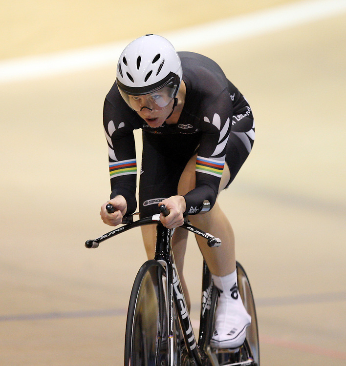 New Zealand's Alison Shanks competes in the Women's 3000m Individual Pursuit final at the 2012 Oceania Track Cycling Championships, ILT Velodrome, Invercargill, New Zealand, Tuesday, November 22, 2011. Credit:SNPA / Dianne Manson.