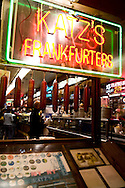 New York. lower eastr side. traditonal jewish restaurant Katz Delicatessen , serving pastrami. In lower east side area  New york -  /  restaurant juif Katz delicatessen, dans le lower east side New york - Etats unis