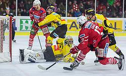 24.01.2020, Stadthalle, Klagenfurt, AUT, EBEL, EC KAC vs Vienna Capitals, 43. Runde, im Bild Bernhard STARKBAUM (SPUSU VIENNA CAPITALS, #29), Marc-Andè DORION (SPUSU VIENNA CAPITALS, #10), Thomas HUNDERTPFUND (EC KAC, #27), Manuel Ganahl (EC KAC, #17) // during the Erste Bank Eishockey League 43th round match between EC KAC and Vienna Capitals at the Stadthalle in Klagenfurt, Austria on 2020/01/24. EXPA Pictures © 2020, PhotoCredit: EXPA/ Gert Steinthaler