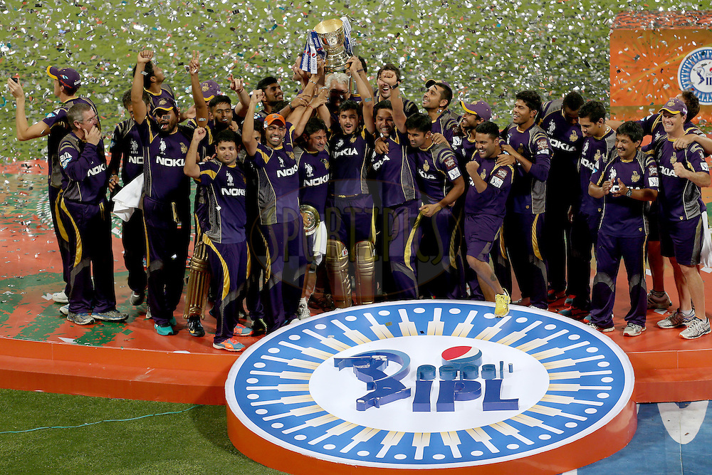KKR players the celebrate their victory during the final of the Pepsi Indian Premier League Season VII 2014 between the Kings XI Punjab and the Kolkata Knight Riders held at the M. Chinnaswamy Stadium, Bangalore, India on the 1st June 2014. Photo by Jacques Rossouw / IPL / SPORTZPICS<br /> <br /> <br /> <br /> Image use subject to terms and conditions which can be found here:  http://sportzpics.photoshelter.com/gallery/Pepsi-IPL-Image-terms-and-conditions/G00004VW1IVJ.gB0/C0000TScjhBM6ikg
