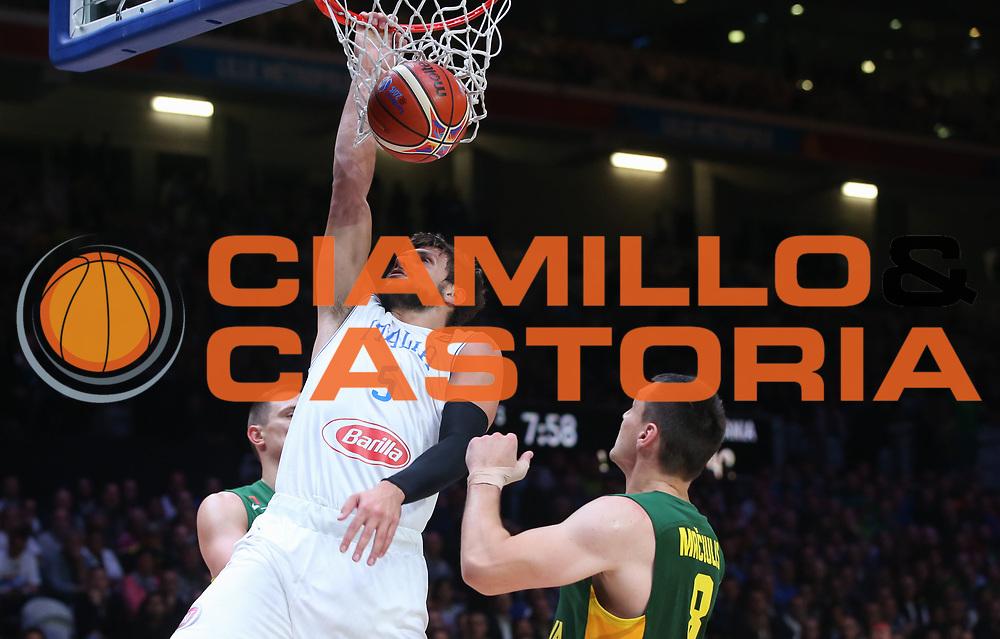DESCRIZIONE : Lille Eurobasket 2015 Quarti di Finale Quarter Finals Lituania Italia Lithuania Italy<br /> GIOCATORE : Alessandro Gentile<br /> CATEGORIA : schiacciata<br /> SQUADRA : Italia Italy<br /> EVENTO : Eurobasket 2015 <br /> GARA : Lituania Italia Lithuania Italy<br /> DATA : 16/09/2015 <br /> SPORT : Pallacanestro <br /> AUTORE : Agenzia Ciamillo-Castoria/M.Metlas<br /> Galleria : Eurobasket 2015 <br /> Fotonotizia : Lille Eurobasket 2015 Quarti di Finale Quarter Finals Lituania Italia Lithuania Italy