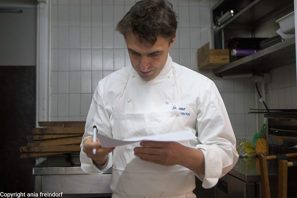 Senderens Restaurant, Jerome Banctel. Alain Senderens (2 December 1939 – 25 June 2017) was a leading French chef and practitioner of Nouvelle Cuisine. Le Figaro credited him as the inventor of food and wine pairings.