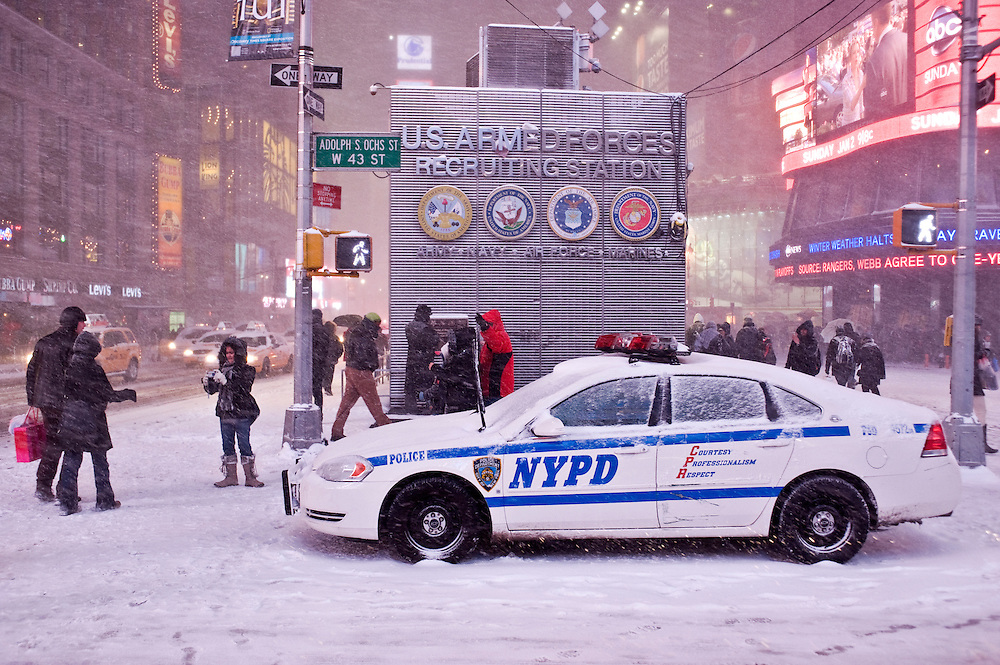 Times Square.The first blizzard in New York City at the end of 2010 on Dezember 26.Der erste Scheesturm des Winters 2010/2011 am 26. Dezember