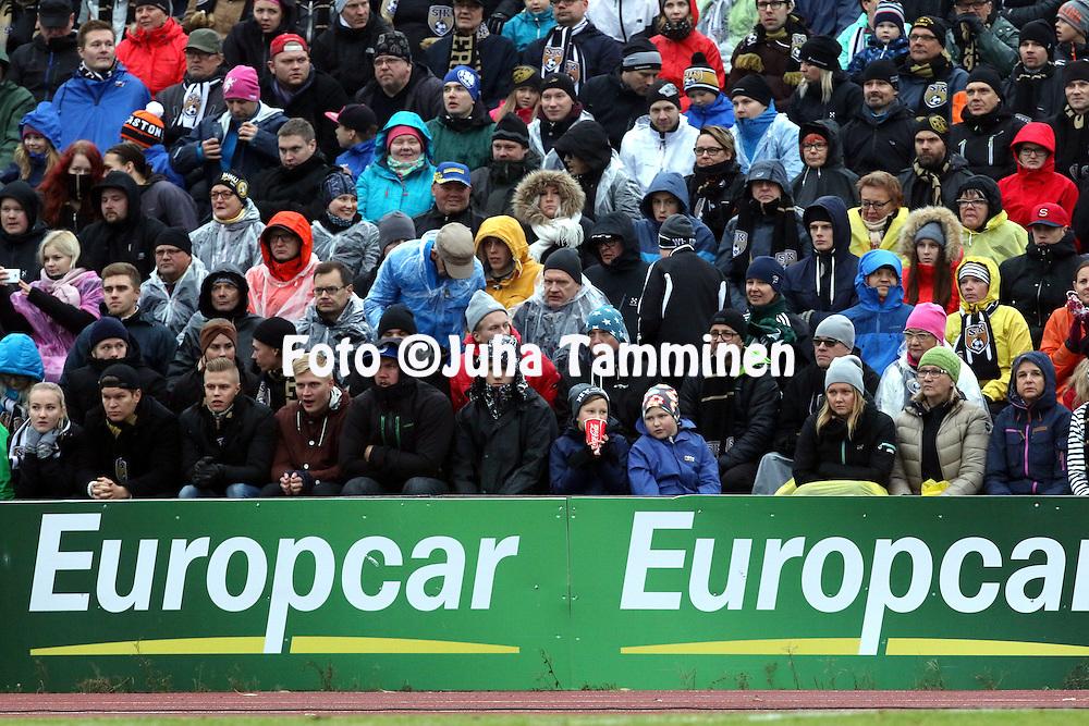 25.10.2015, Keskuskentt&auml;. Sein&auml;joki.<br /> Veikkausliiga 2015.<br /> Sein&auml;joen Jalkapallokerho - FF Jaro.<br /> Keskuskent&auml;n enn&auml;tysyleis&ouml; seuraa ottelua.