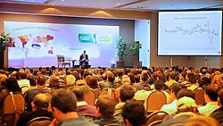 """Alexandre Schwartzman durante a sua palestra sobre """"O cenário econômico brasielrio e mundial"""" no 26ª Seminário Cooplantio - O produtor como diferencial no Agronegócio, que acontece de 20 a 22 de junho, no hotel Serrano, em Gramado, Rio Grande do Sul. FOTO: Jefferson Bernardes/Preview.com"""