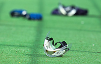 AMSTELVEEN -  Bescherming voor de verdediging bij de strafcorner tijdens de hockey hoofdklasse wedstrijd tussen de vrouwen van Hurley en SCHC.  FOTO KOEN SUYK