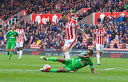 STOKE-ON-TRENT, ENGLAND - Saturday, April 30, 2016: Sunderland's Jermain Defoe is fouled for a 93rd minute penalty by Stoke City's Geoff Cameron during the FA Premier League match at the Britannia Stadium. (Pic by David Rawcliffe/Propaganda)