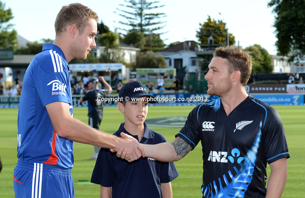 Captain's Stuart Broad and Brendon McCullum with the ANZ coin toss winner. ANZ T20 Series. 2nd Twenty20 Cricket International. New Zealand Black Caps versus England at Seddon Park, Hamilton, New Zealand. Tuesday 12 February 2013. Photo: Andrew Cornaga/Photosport.co.nz