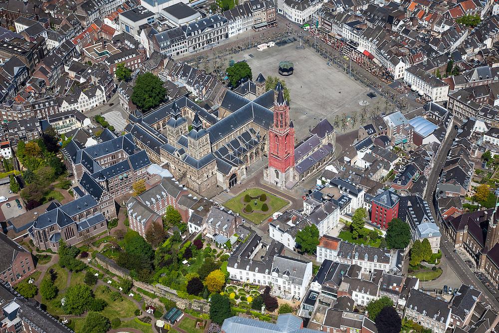 Nederland, Limburg, Gemeente Maastricht, 27-05-2013; <br /> Vrijthof met terrassen en muziektent in het historische centrum vam Maastricht, rode toren van de Sint Janskerk staat naast de Sint Servaasbasiliek,  Links Sint Jansklooster en Onder de Bogen. echtsbeneden de Papenstraat.<br /> Vrijthof with terraces and bandstand in the historic center of Maastricht, red tower of St Jan's Church is next to the Basilica of St. Servaas.<br /> luchtfoto (toeslag op standaardtarieven);<br /> aerial photo (additional fee required);<br /> copyright foto/photo Siebe Swart.