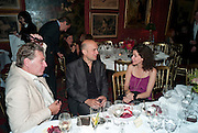 DUNCAN WARD; MARC QUINN; MOLLIE DENT -BROCKLEHURST, Dinner hosted by Elizabeth Saltzman for Mario Testino and Kate Moss. Mark's Club. London. 5 June 2010. -DO NOT ARCHIVE-© Copyright Photograph by Dafydd Jones. 248 Clapham Rd. London SW9 0PZ. Tel 0207 820 0771. www.dafjones.com.