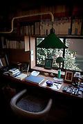 (En) Tokyo, November 2009 - In the house of Japanese writer Akira Yoshimura, near Kichijoji's Inokashira Park.<br /> His desk.<br /> <br /> (Fr) Dans la maison de l'&eacute;crivain japonais Akira Yoshimura, pr&egrave;s du parc Inokashira dans le quartier de Kichijoji.<br /> Son bureau.