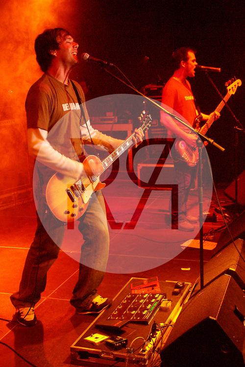 SCHWEIZ - SOLOTHURN - Adrian Stern, gibt ein Konzert an den Kulturtage in der Rythalle - 15. Mai 2004 © Raphael Hünerfauth - http://huenerfauth.ch