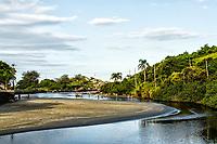 Rio Sangradouro, que separa a Praia da Armação da Praia do Matadeiro. Florianópolis, Santa Catarina, Brasil. / Sangradouro River, separating Armacao Beach from Matadeiro Beach. Florianopolis, Santa Catarina, Brazil.