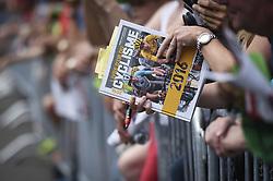 June 17, 2017 - Schaffhausen, Schweiz - Schaffhausen, 17.06.2017, Radsport - Tour de Suisse, Fans und Autogramm - Jäger an der Tour de Suisse. (Credit Image: © Melanie Duchene/EQ Images via ZUMA Press)