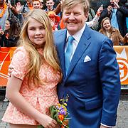 NLD/Groningen/20180427 - Koningsdag Groningen 2018, Willem-Alexander met dochter Amalia