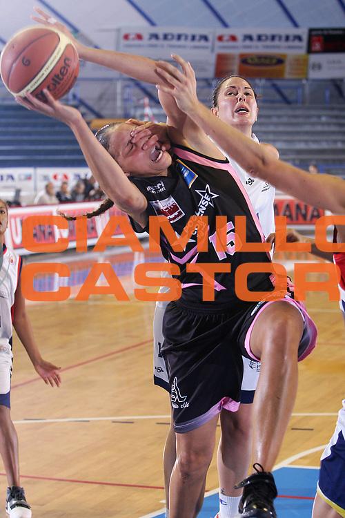 DESCRIZIONE : Venezia Lega A1 Basket Femminile 2007-2008 Lbf Opening Day Pool Comense Fiera di Roma Pomezia <br /> GIOCATORE : Leigh Aziz <br /> SQUADRA : Pool Comense <br /> EVENTO : Campionato Lega A1 Basket Femminile <br /> GARA : Pool Comense Fiera di Roma Pomezia <br /> DATA : 21/10/2007 <br /> CATEGORIA : Tiro <br /> SPORT : Pallacanestro <br /> AUTORE : Agenzia Ciamillo-Castoria/S.Silvestri <br /> Galleria : Lega Basket Femminile 2007-2008 <br /> Fotonotizia : Venezia Lega A1 Basket Femminile 2007-2008 Lbf Opening Day Pool Comense Fiera di Roma Pomezia <br /> Predefinita :