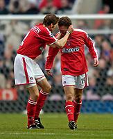 Fotball<br /> England 2004/2005<br /> Foto: SBI/Digitalsport<br /> NORWAY ONLY<br /> <br /> Newcastle United v Charlton Athletic, Barclays Premiership, 05/02/2005.<br /> <br /> Charlton's Hermann Hreidarsson (L) congratulates goalscorer Dennis Rommedahl